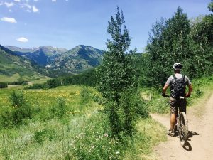 Martin waits for Bethany before tackling the downhill section of the Lupine trail in Crested Butte.